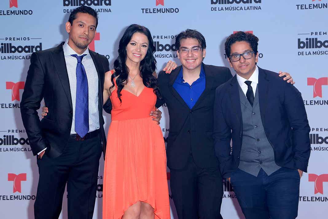 Iván Aguilera, su esposa Simona y sus hermanos están disfrutado ahora de las propiedades del cantante