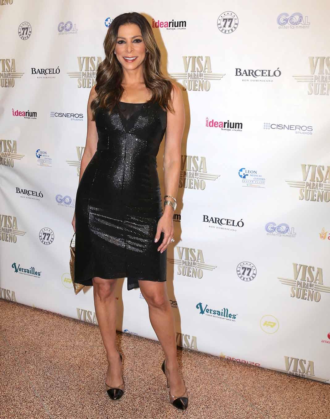 La sexóloga Nancy Álvarez llegó del brazo de su esposo