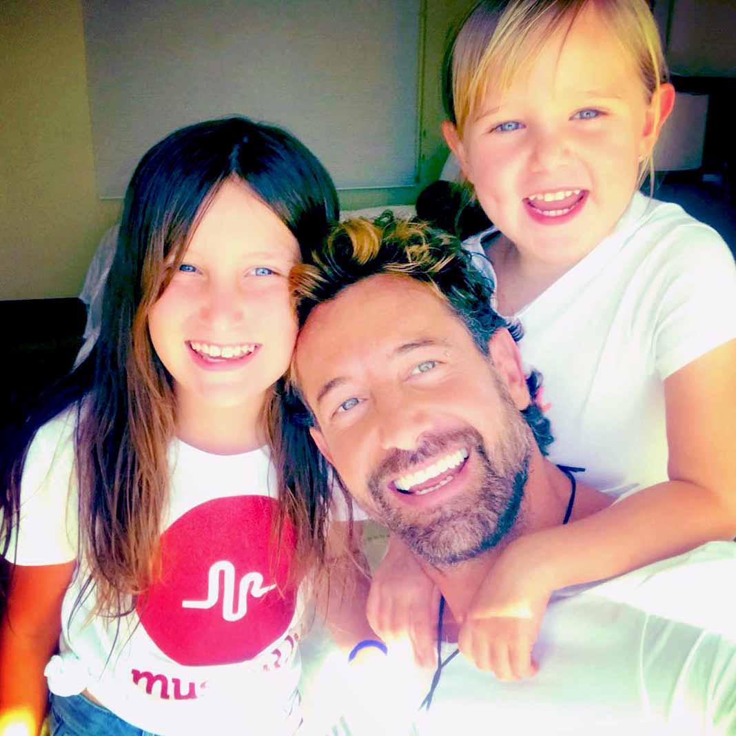 Gabriel se hará responsable de todos los gastos de sus hijas, incluyendo sus estudios universitarios