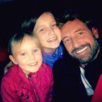 Gabriel podrá ver a sus hijas Elissa y Alexa dos fines de semana al mes y dos días a la semana