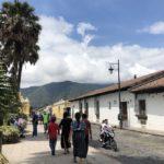Una calle de tantas de Antigua, ciudad de Guatemala