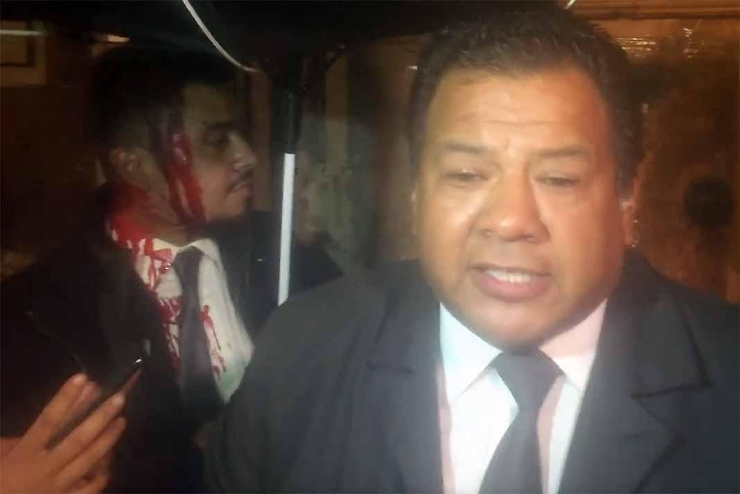 La prensa se quejó de que la seguridad del lugar los pateó, provocando el zafarrancho donde hubo un herido