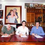 Hace unos días don Vicente firmó con la disquera para producirle su primer disco a su nieto