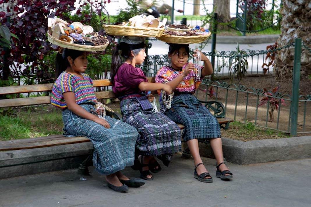 Bellas mujeres con espectaculares vestidos