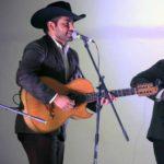 Cuitláhuac Hernández Gutiérrez tocaba el bajosexto en el grupo y era maestro de primaria