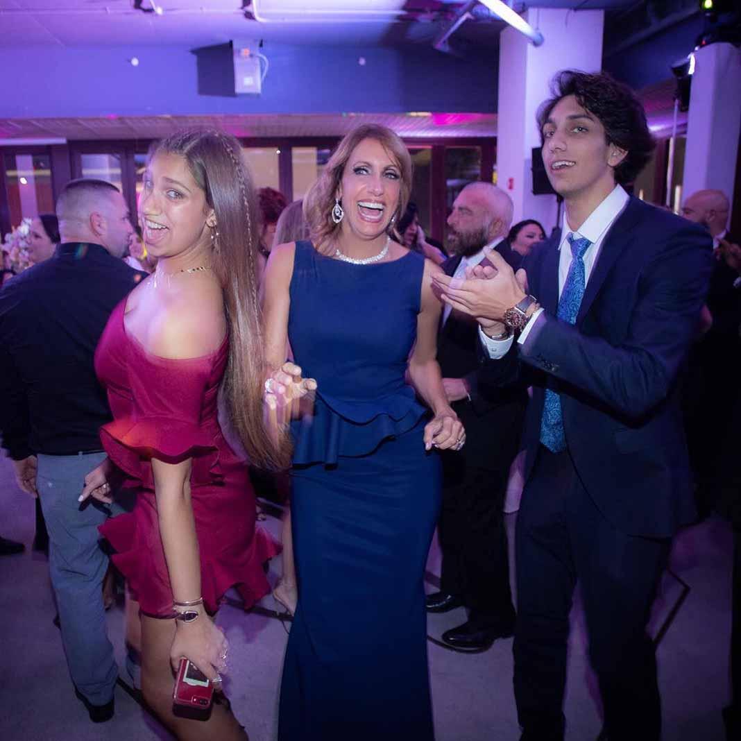 Lili bailó con sus hijos Lina y Lorenzo