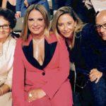 Aquí vemos a la jueza con su madre y sus hermanos