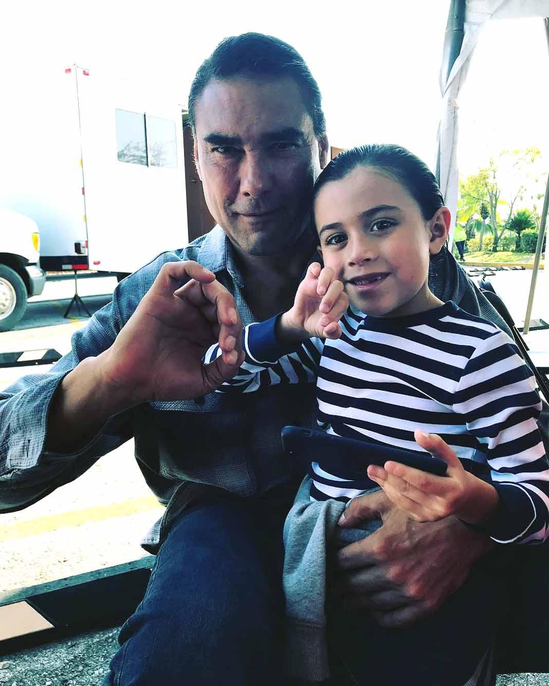 Eduardo Yañez y su supuesto 'nieto'