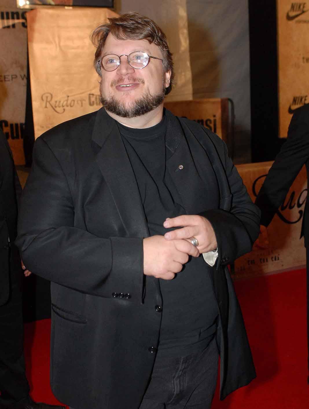 Guillermo del Toro tomó libretos y borradores y salió de su casa para ponerse a salvo