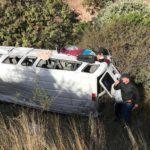 El mal estado de la carretera hizo que la camioneta cayera en un barranco