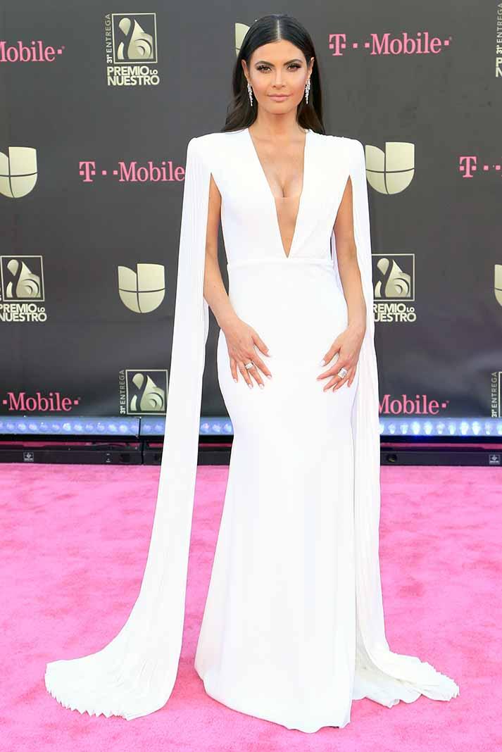 Chiquinquirá Delgado tiene un aire de sofisticación con este vestido que, de perfil, se convierte en un huracán de sensualidad por su pronunciado trasero