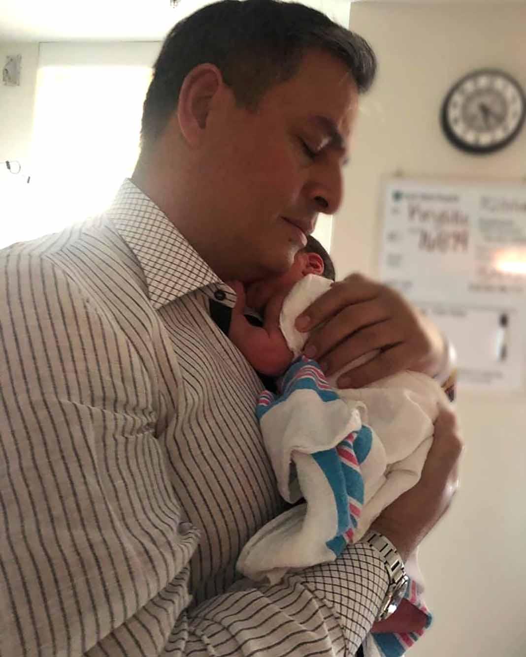 ¡Qué bonita foto de Dani con su hijito!