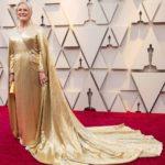 Glenn Close llegó regia con esta atuendo dorado con capa incluida, muy llamativa a la hora de caminar por la alfombra
