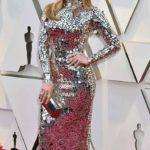 Jennifer Lopez lució este diseño de espejos que acentuaba su cuerpazo y que como siempre, la hizo lucir espectacular