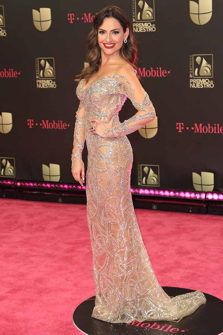 Un vestido revelador pero tan exquisito como el de Michelle Galván, quien tiene porte y es delgada, se ve increíble. En un cuerpo incorrecto, luciría vulgar.