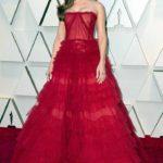 Marina de Tavira dejó con el ojo cuadrado con este vestido rojo que para mi gusto debió llevar con el cabello recogido o sin aretes tan grandes