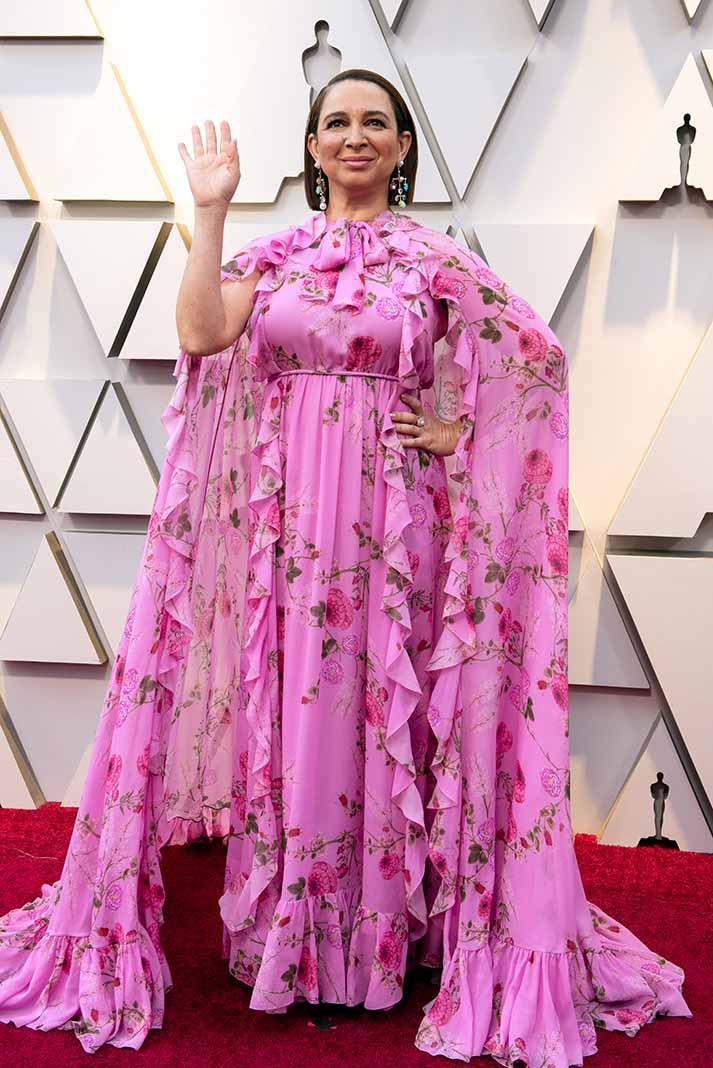 Maya Rudolph, como siempre, se llevó la noche, esta vez haciendo un modelo con capa con las cortinas del cuarto de su abuelita