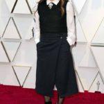 La directora de cine Nicole Holofcener no le atinó en nada: zapatos, falda, blusa y hasta peinado fueron un desastre