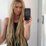 A Tania le gusta compartir selfies con sus seguidores