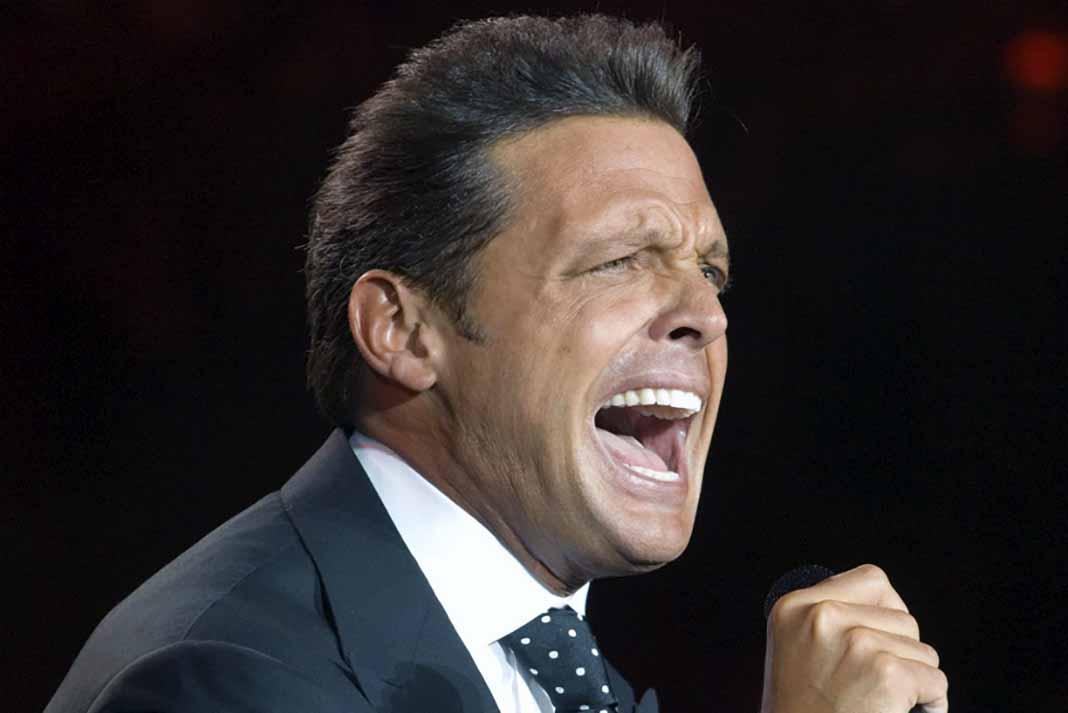 Según una fuente del hotel, el cantante fue reanimado luego de quedar inconsciente