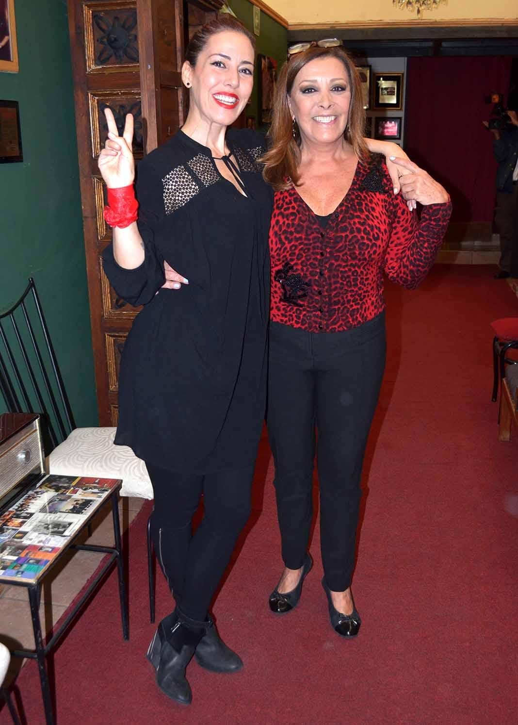 Stephanie Salas y su mamá Sylvia Pasquel, madre y abuela, respectivamente, de Michelle Salas
