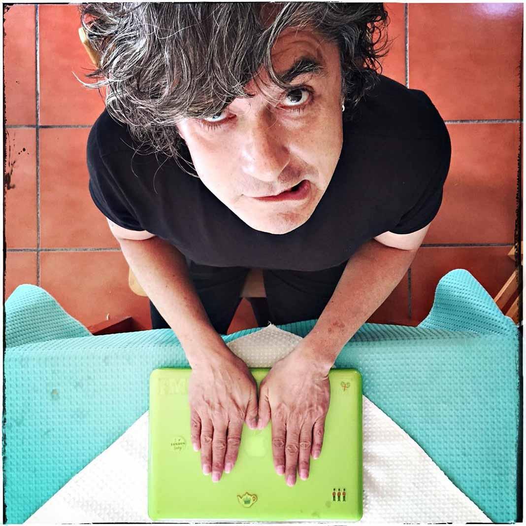 Armando Vega-Gil acababa de publicar un libro de cuentos para niños