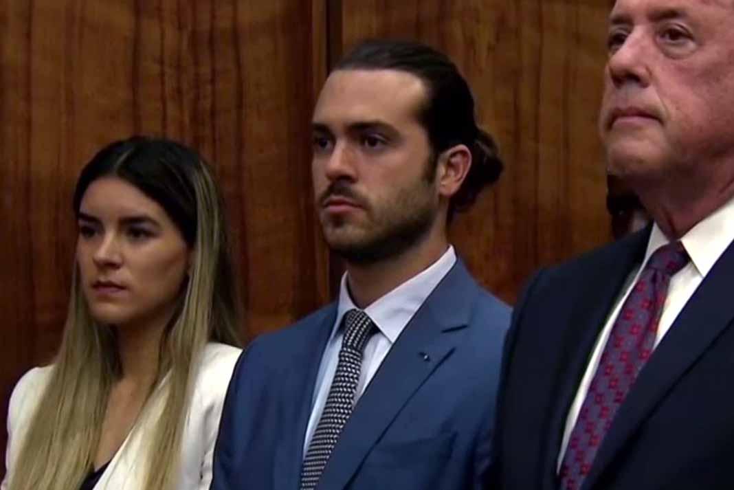El actor estuvo acompañado en la Corte por su esposa y su abogado