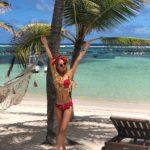 Tania Ruiz también posó en una playa… ¿coincidencia?