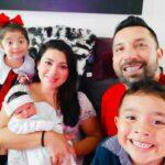 Charly y su esposa Elizabeth ya tienen una hermosa familia de cinco