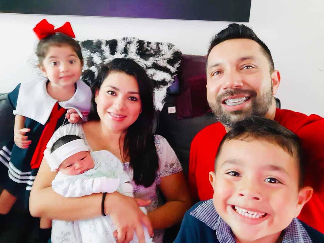 Charly Pérez, ex vocalista de Banda El Recodo acaba de ser papá por tercera vez
