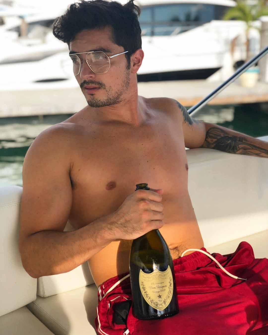 Christian Estrada es modelo y es de origen mexicano