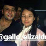 """""""El Gallo"""" Elizalde se tomó fotos con los asistentes, pero a las quemaduras en su rostro"""