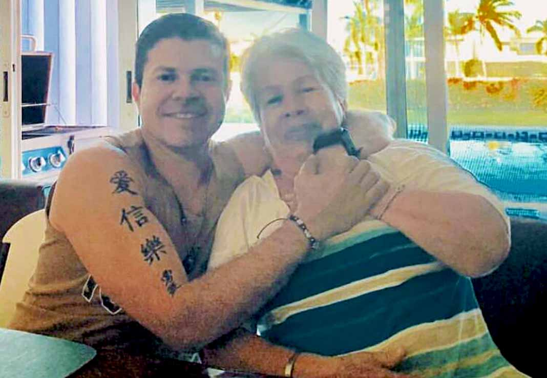 Jorge Medina y su mami, doña Amparo, quien lo consiente como cuando era niño