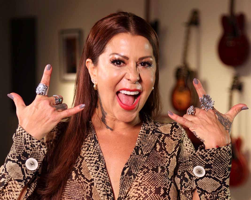 Alejandra le paga un seguro médico con el que Frida se atiende