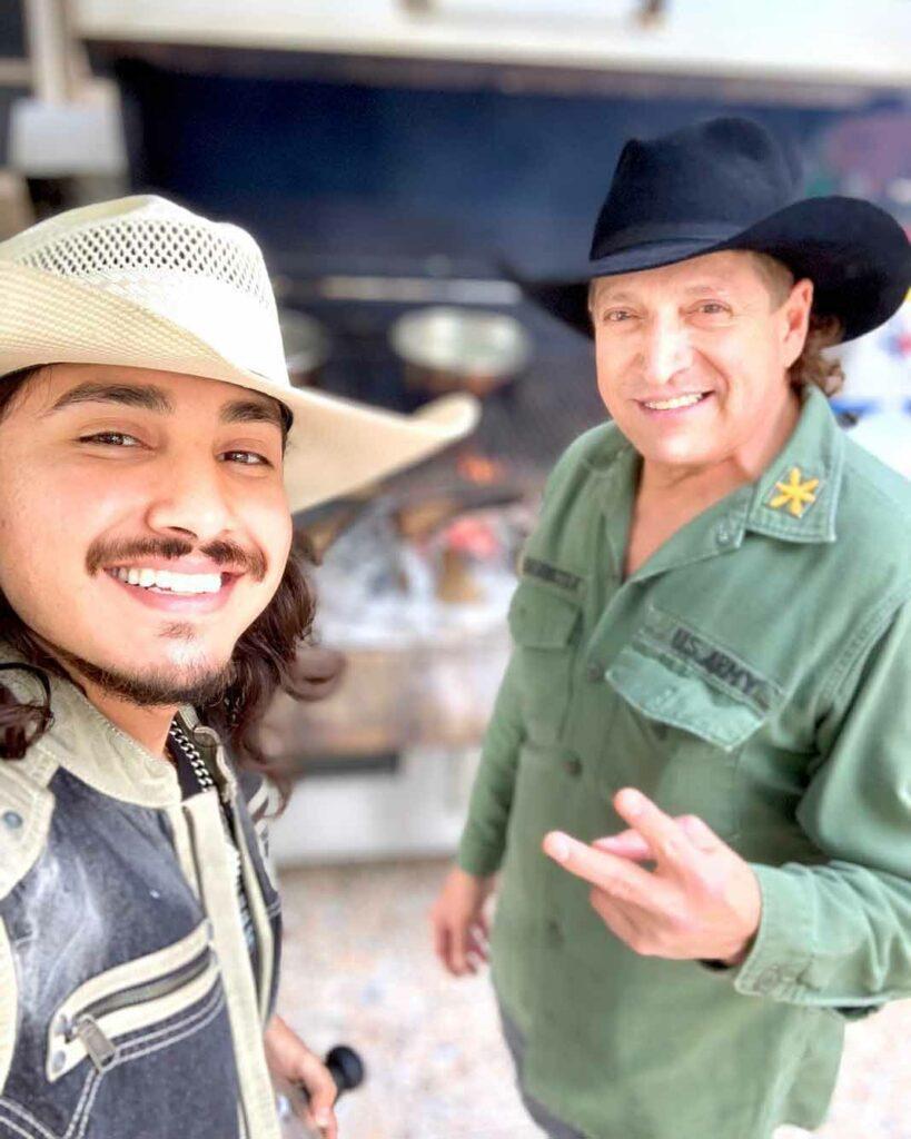 Ramiro heredó a su hijo el gusto por el acordeón y los tecleados