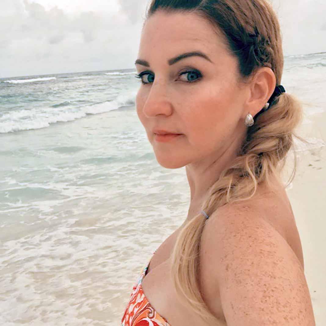 Alicia se encuentra vacacionando en Hawaii