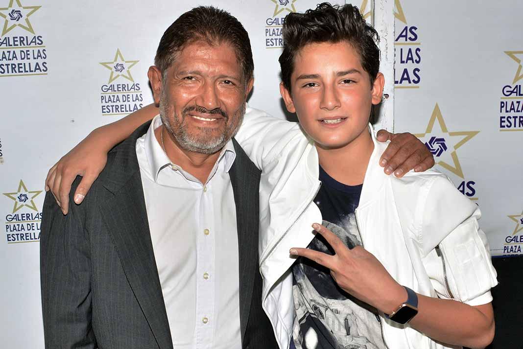 """Juan es papá de Emilio Osorio, quien está teniendo mucho éxito a raíz de su personaje gay en """"Mi Marido Tiene Familia"""""""