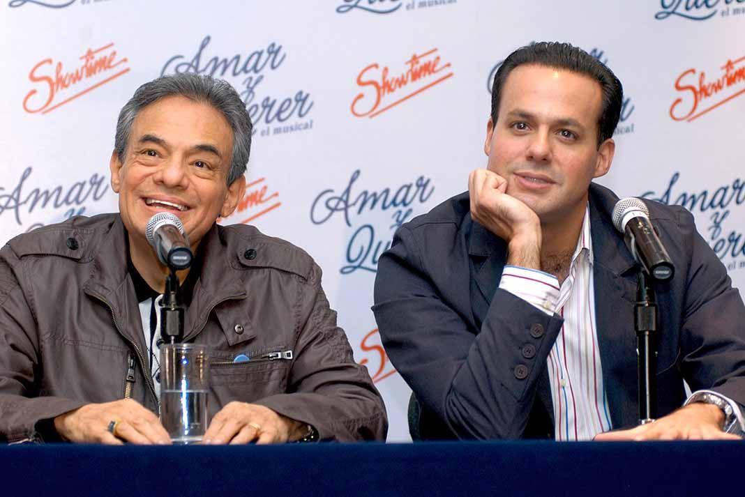 """José José y su hijo José Joel, cuando anunciaron juntos el musical """"Amar y Querer"""", en el que participó el cantante"""