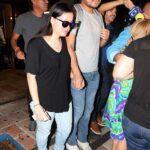 Sarita y su marido Xavier Orozco a la salida de la funeraria donde el cantante será velado en los próximos días