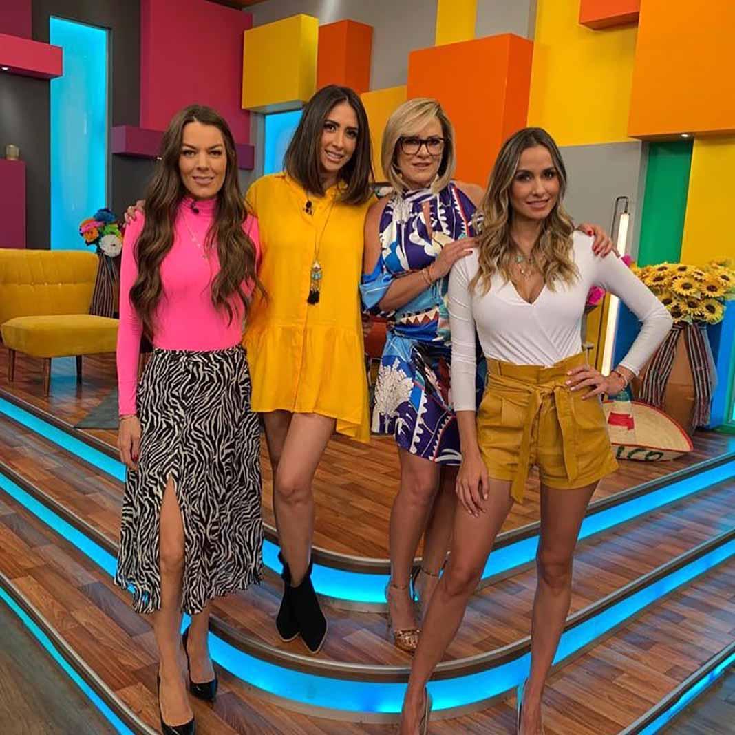 """Estos son los peligrosos escalones del set de las conductoras del programa """"¡Cuéntamelo Ya!"""", que pasa por Univision los domingos"""