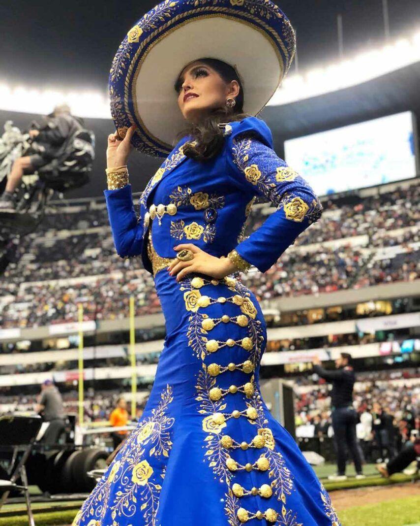 Ana Bárbara acaba de protagonizar un sonado error en el Estadio Azteca, al cambiar una letra del Himno Nacional Mexicano