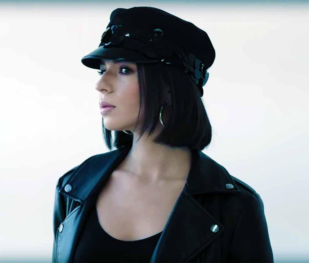 La voz de Ángela Aguilar se escucha padrísima con este popular tema de nuestra querida Selena Quintanilla