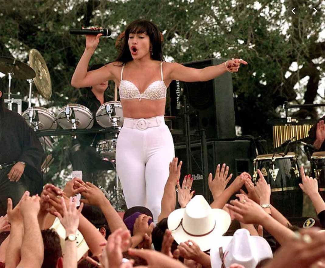 JLo tampoco sabía bailar cumbias, pero aprendió a hacerlo al interpretar a Selena en el cine