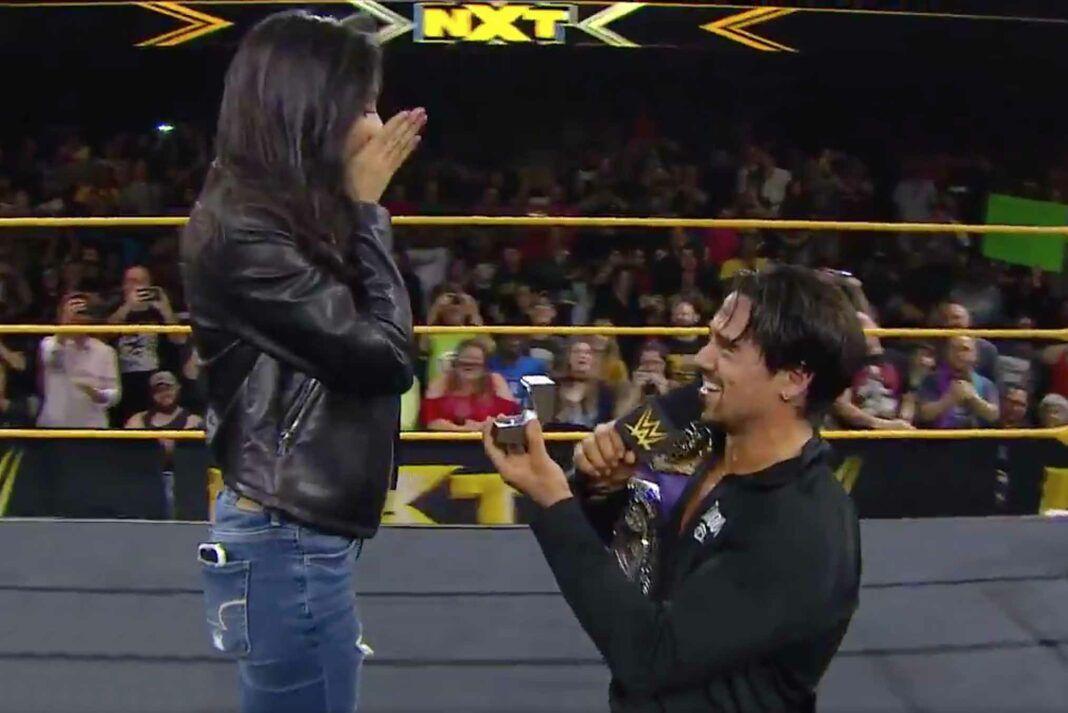 Zaide no podía creer que su novio se hincara para ofrecerle el anillo de compromiso en pleno ring y ante tanta gente