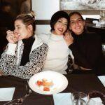 Con sus hijas1