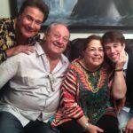 Fernando Allende y su hijo Adán con los anfitriones Arturo y Patty Lavalle