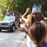 La hija de la presentadora cubana estaba de los más feliz al ver pasar la caravana de maestros y ex compañeros