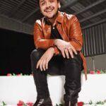 """El cantante de 21 años dice que no fue su intención ofender a su colega Eduin Caz… aunque lo llamó """"muchachito"""""""