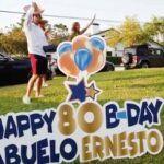 """Con carteles de felicitación y globos, Lili y sus hijos no dejaron pasar el cumpleaños de su """"abu Ernesto"""""""