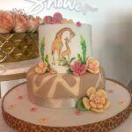 El pastel, los arreglos, los globos y toda la decoración en sí estaba bien bonita